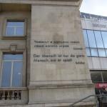 Deutsche Inschrift von Schiller am Stadion