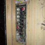 Der Aufzug - wer schon immer mal wissen wollte, wie er von Innen aussieht. Bulgarisch übrigens: Асансьор/Asansjor (aus dem Französischen: Ascenseur)